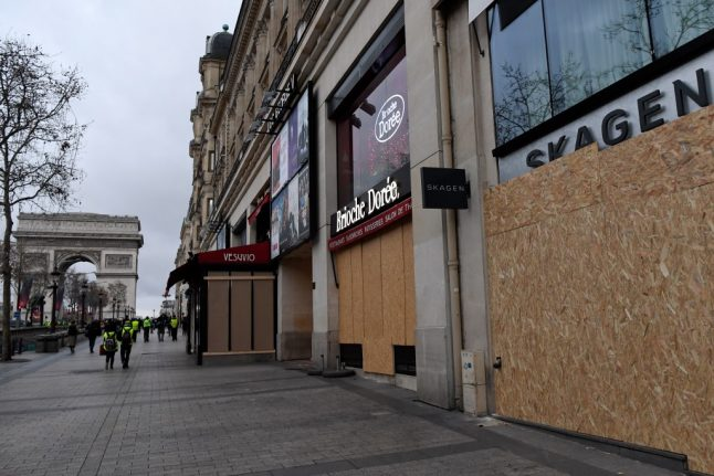 Paris police order shops, bars and restaurants to close over fears of violence during Thursday's strike