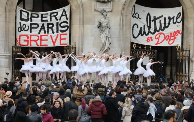 French government offers concessions to striking ballet dancers