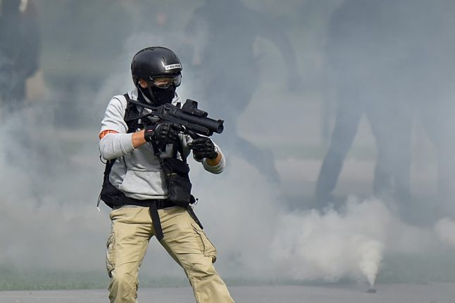 Should the French police be banned from using tear gas grenades during demos?