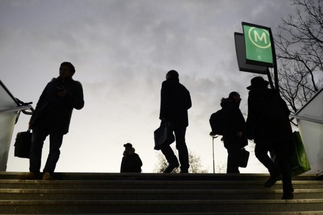 French transport strikes enter crucial week with slight improvement in Monday services