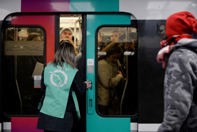 Strikes in France continue with transport 'heavily disrupted' in Paris