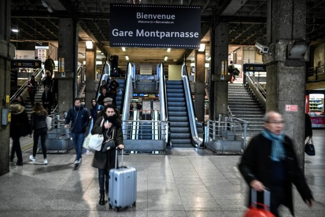 LATEST: Transport in France to improve over weekend but striking unions call for renewed protests