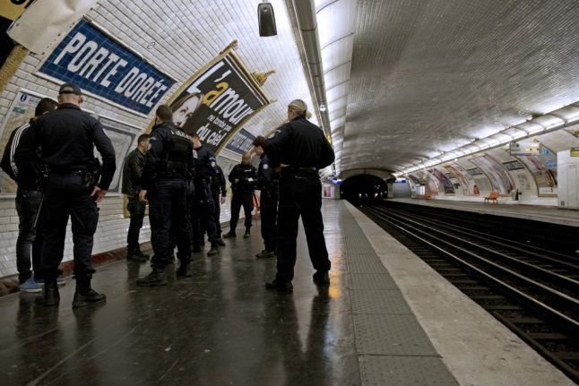 Paris to create 'pickpocket taskforce' after theft reports soar