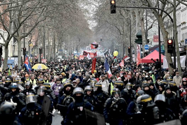 New government compromise offer may end France strikes