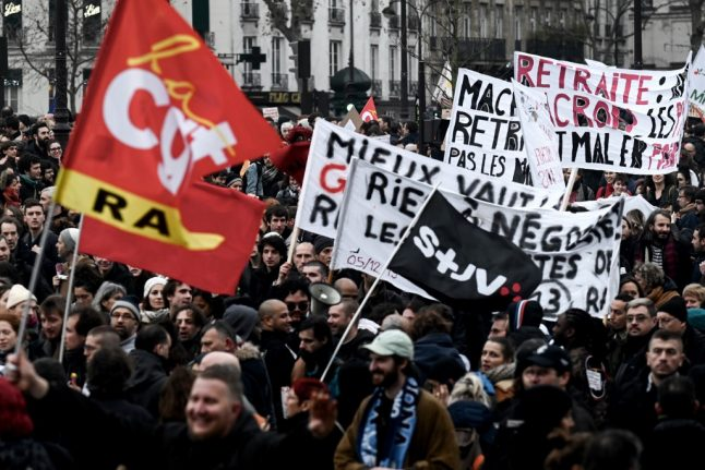 French unions and government attempt to find pension compromise in three months