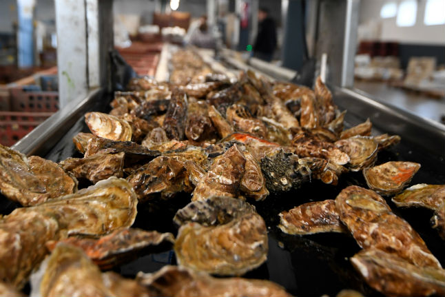 French oyster farms halt sales after norovirus detected