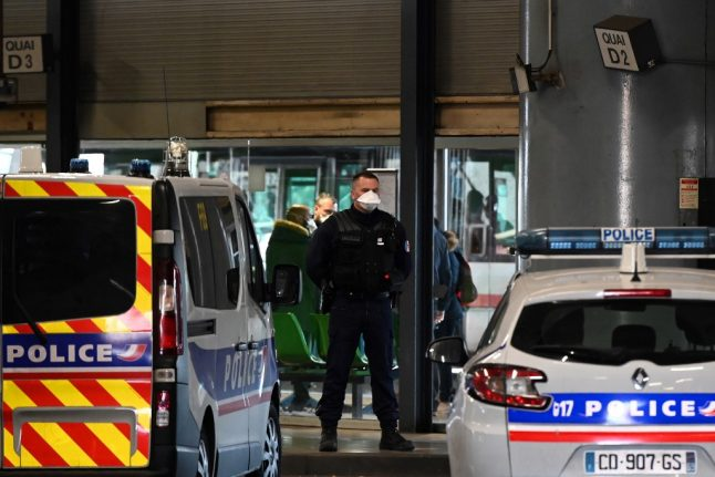 Coronavirus: Bus passengers from Italy blocked on arrival in France and Paris police station shut