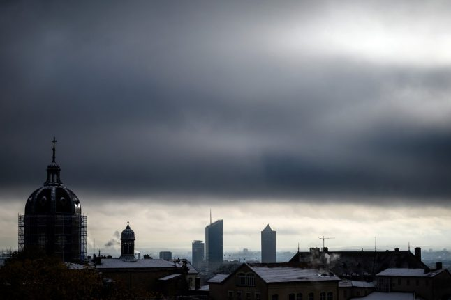 Snow, rain and thunderstorms head for France after record-breaking winter temperatures