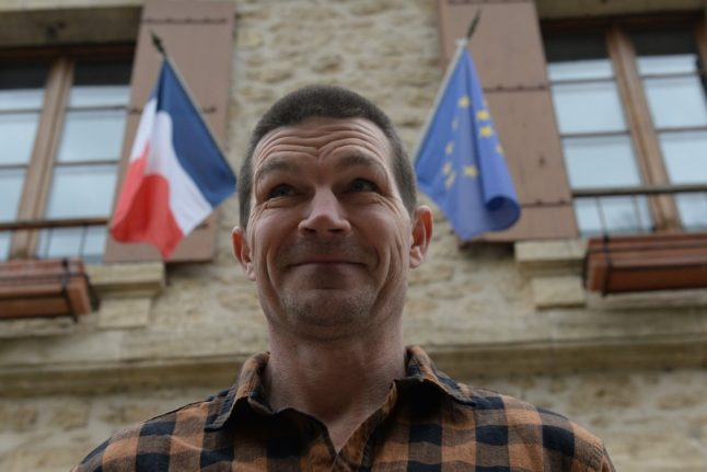 Thousands sign petition after Briton in Dordogne refused French citizenship