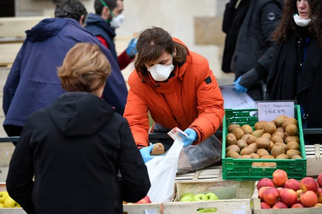 A quarter of food markets in France to reopen after coronavirus shutdown