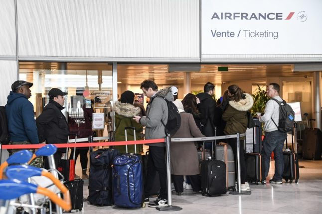 'Some Americans are paying up to $20,000 for last-minute flights out of France'