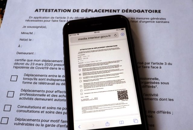 How does France's new smartphone version of the lockdown permission form work?