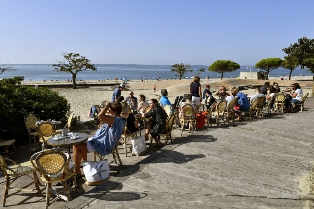 Bars, cafés and restaurants in France 'could reopen in June' - but only in green zones