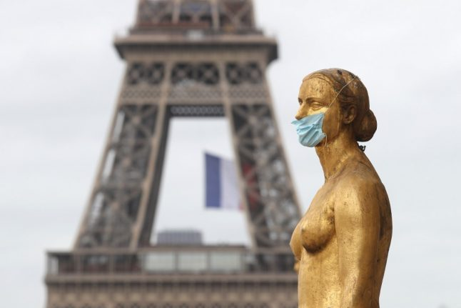 Air samples taken after reports of 'mystery smell' hanging over Paris