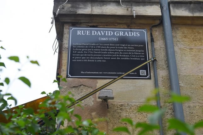 As statues tumble across the world Bordeaux opts for info plaques on slaver street names