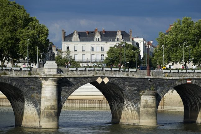 The French town where local businesses are creating an alternative to Amazon