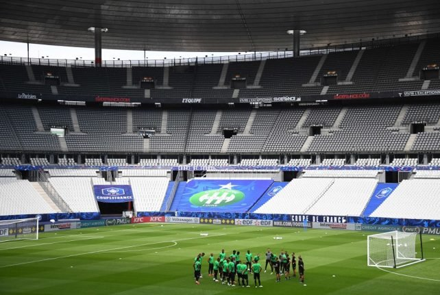 French football returns after four months with fans strictly limited
