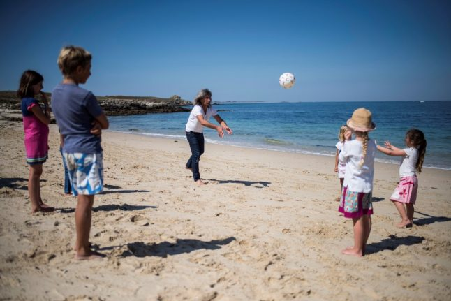 Beaches and bars closed in Brittany as Covid-19 cases spike
