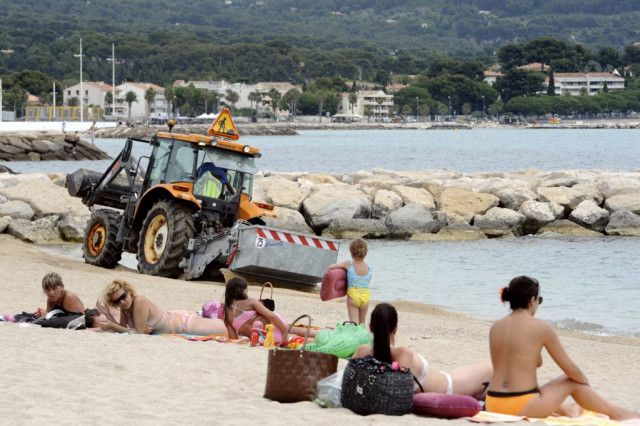 Police tell topless women on French beach to cover up