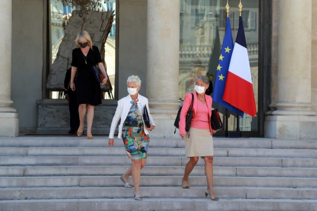 France makes masks mandatory in workplaces from September