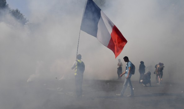 Clashes and low turnout at new French 'yellow vest' protests