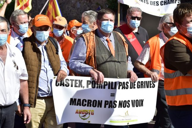 Chasse à la glu: Why French hunters are taking the streets