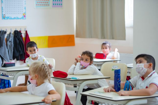 France to make face masks obligatory for all pupils aged 6 and over