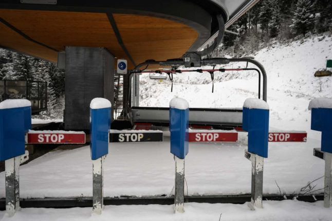 Border checks and quarantine: France lays out measures to stop French hitting ski slopes abroad