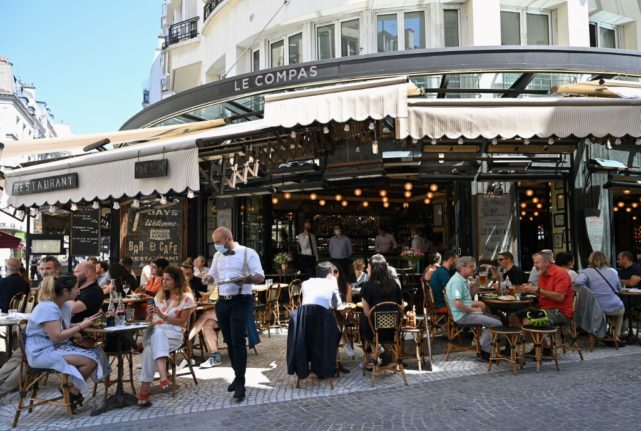 Bars and restaurants bigger Covid-19 risks than transport and shops, French scientists find