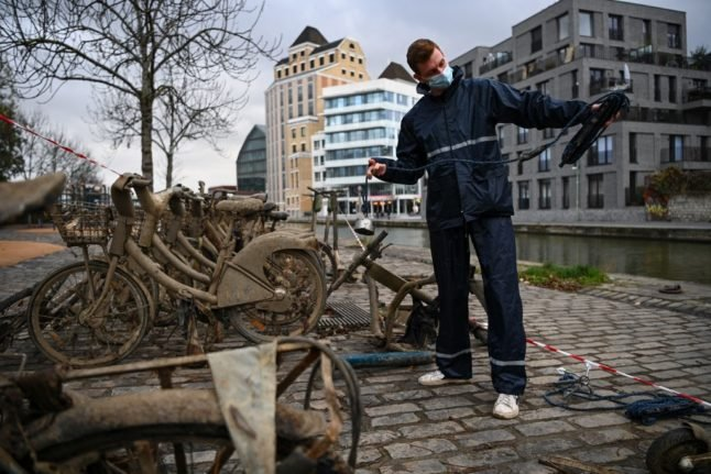 Meet the magnet fishers recovering bikes from Paris waterways