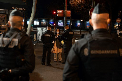 France to deploy 100,000 police to enforce curfew and prevent vandalism on New Year's Eve