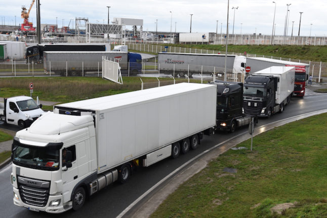 UK-France border to stay open at Christmas to clear truck logjam