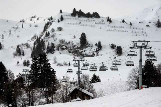 Alarm in French Alps after British tourists test positive for Covid