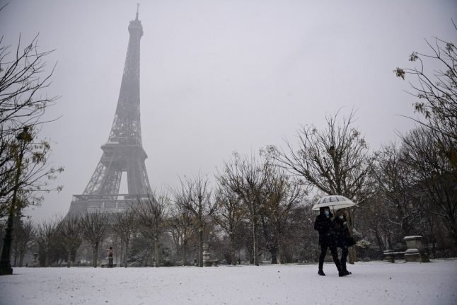 IN PICTURES: Paris gets dusting of snow as winter weather hits France