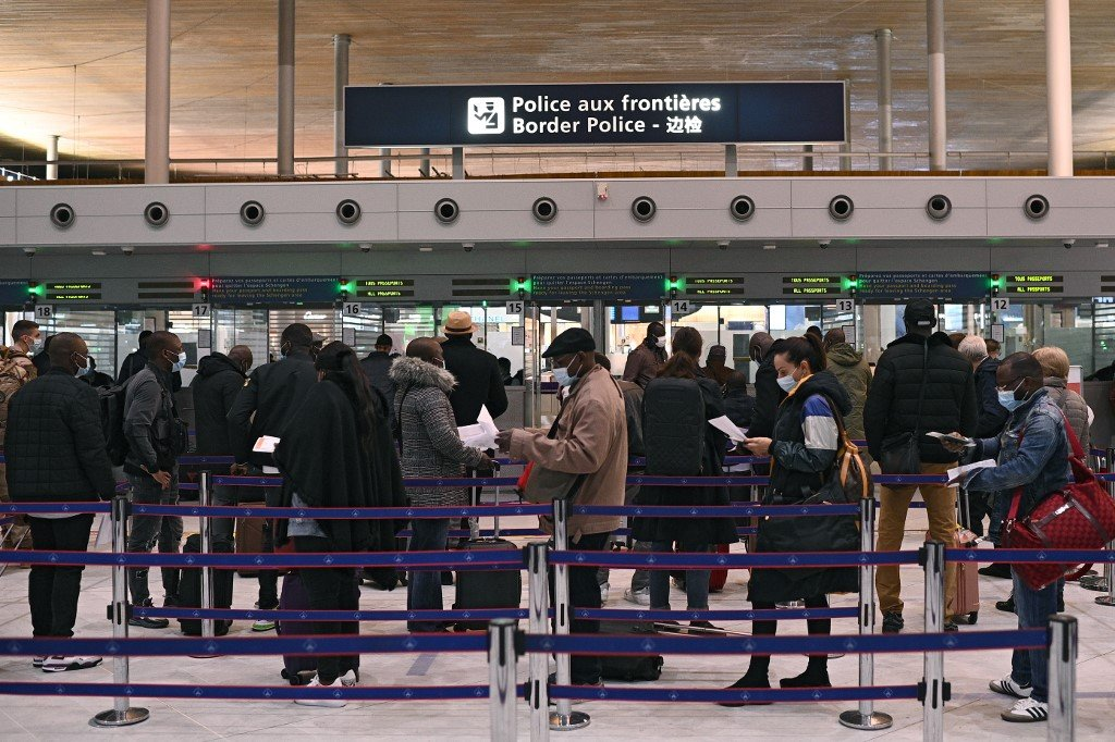 French police block passengers as new Covid travel rules kick in