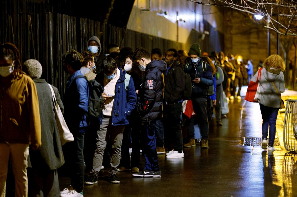 'Everything has stopped because of Covid' - the social tsunami hitting Paris' suburbs