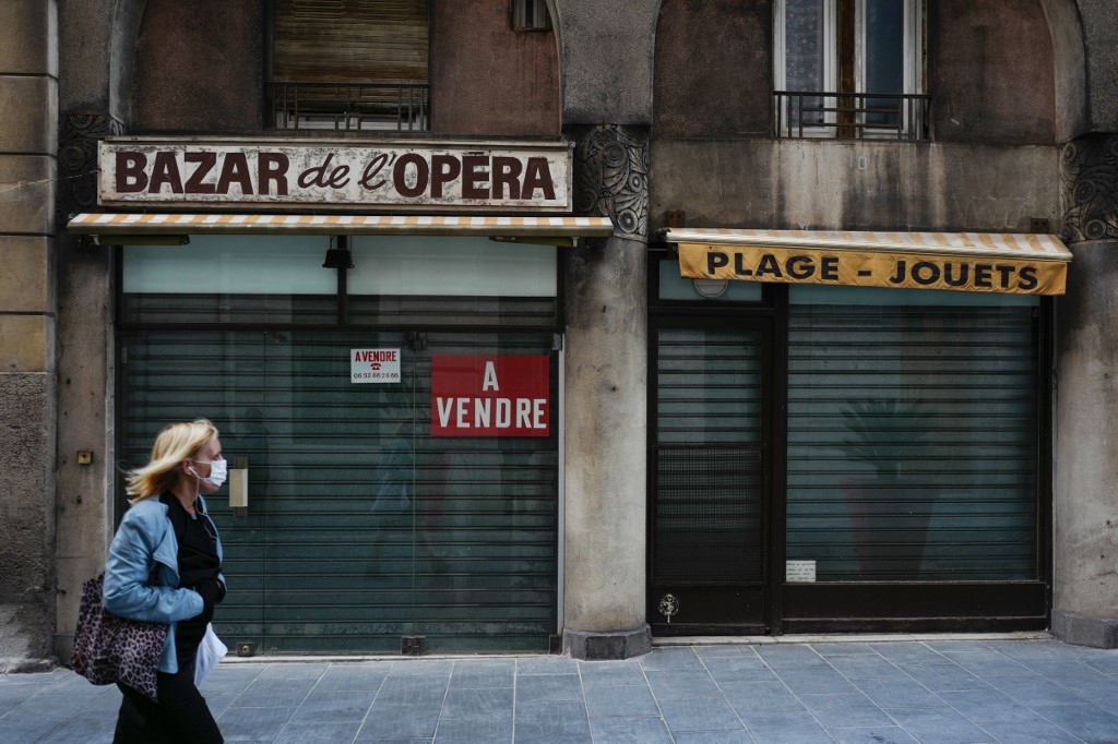 French business leaders warn of severe hardship as nearly one in four self-employed people are still waiting for December grants