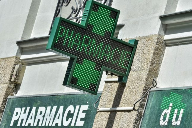 Covid vaccine to arrive in French pharmacies by March 15th