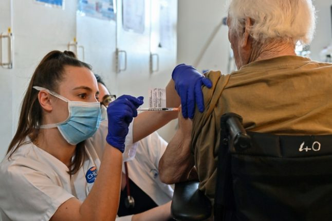 ANALYSIS: Why are French health workers so reluctant to get the Covid vaccine?