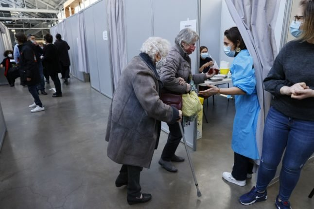France's first 'weekend mobilisation' sees 585,000 people get Covid vaccine