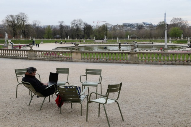 French workers to begin returning to offices from June 9th