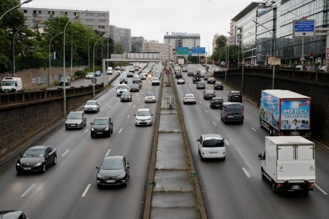 Reader question: What should I do if my French driving licence application is still pending?