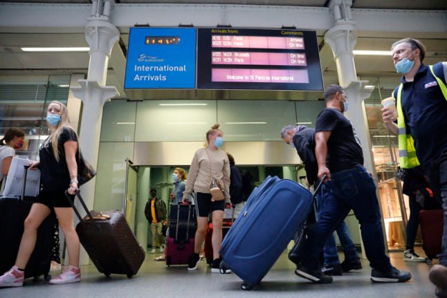 Do vaccinated travellers transiting through France still have to quarantine in UK?