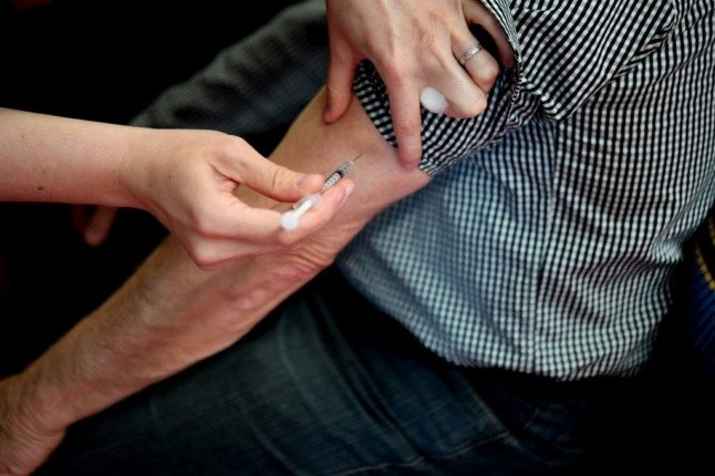 France begins administering Covid booster shots for over 65s