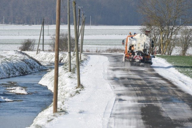 Snow tires compulsory for drivers in 48 areas of France this winter