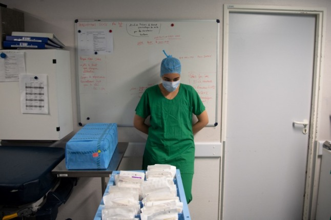 Unvaccinated French healthcare workers face suspension from work