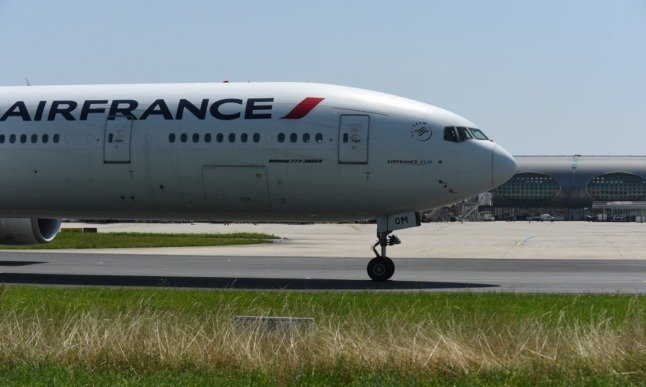 Paris airports suspended departures over technical fault