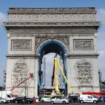 Wrapping of Arc de Triomphe begins in Christo tribute