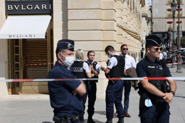 Thieves make off with €10 million worth of jewellery after police chase through Paris