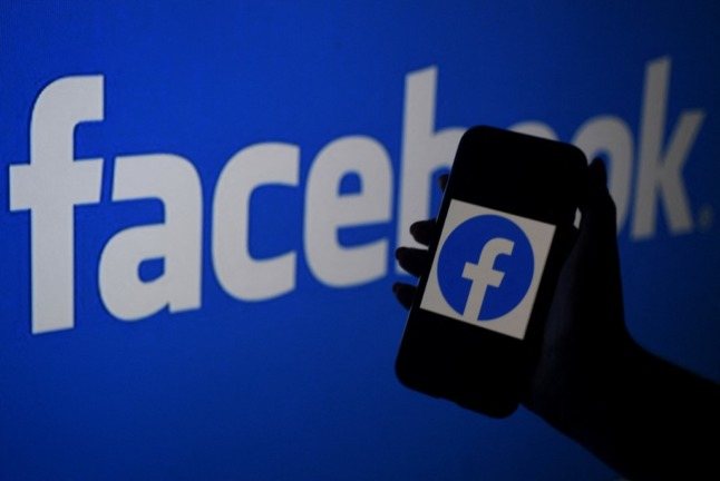 Facebook agrees to pay French newspapers for news